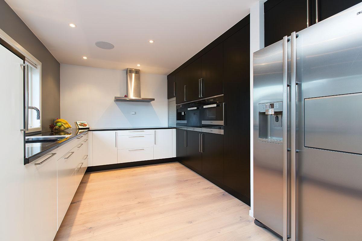moderne kj kken bilder beste design. Black Bedroom Furniture Sets. Home Design Ideas